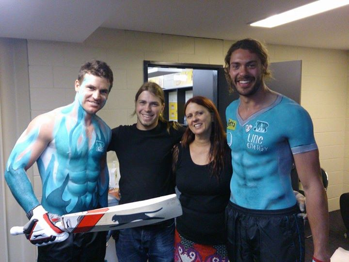 brisbane-heat-cricket-body-painting